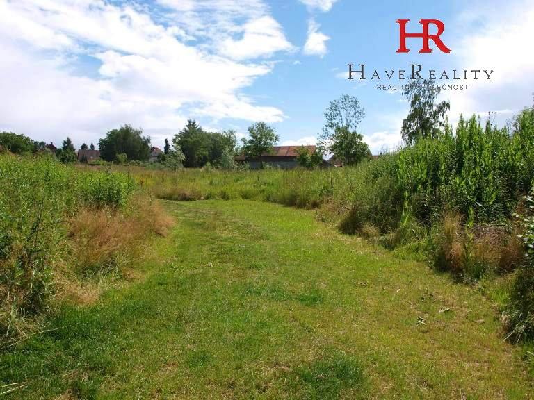 Prodej  pozemku, 21 887 m2, nedaleko centra obce,...